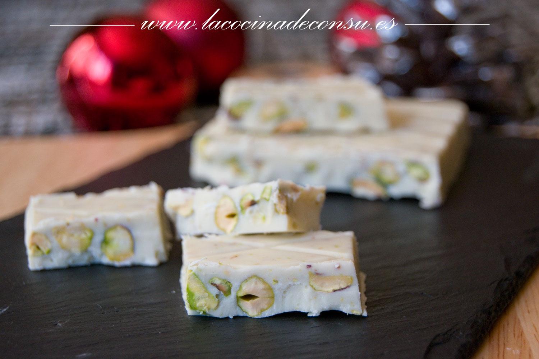 Turrón de chocolate blanco con pistachos