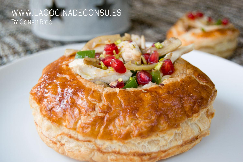 Hojaldre con pollo, verduras y crujiente de granada y pistachos