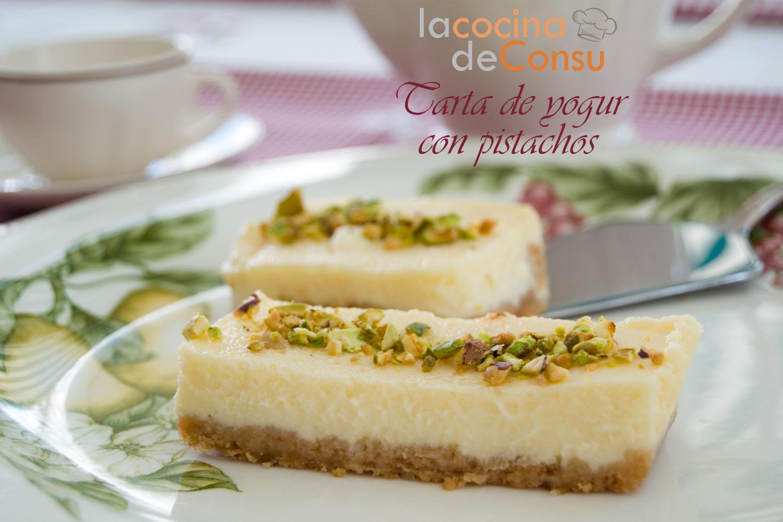 Tarta de yogur con pistachos
