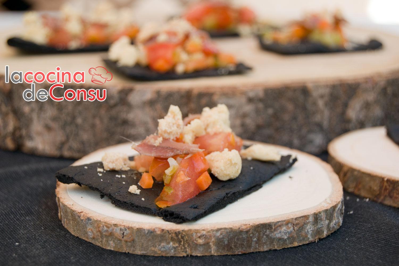 Crujiente de calamar con tartar de tomate