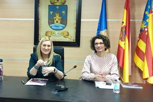 María Rosario Cremades y Consu Rico en el Ayuntamiento de Salinas
