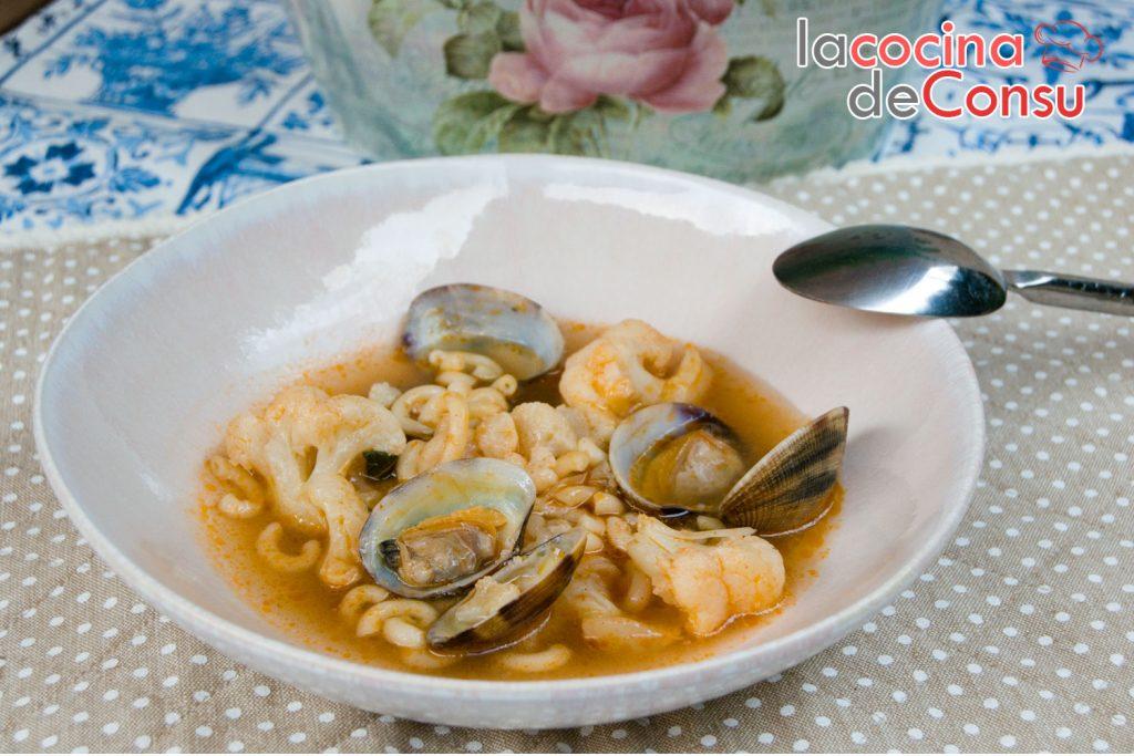 Sopa de coliflor con almejas