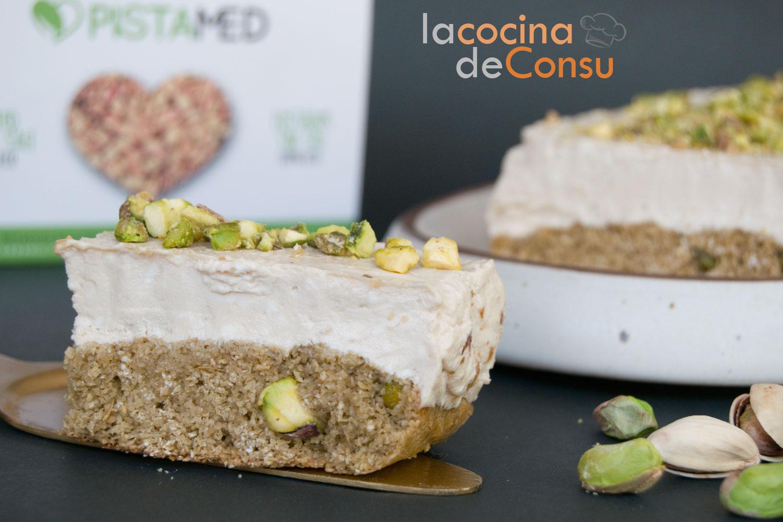 Tarta de queso con avena y pistachos