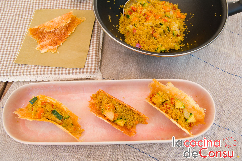 Tacos crujientes de queso con quinoa