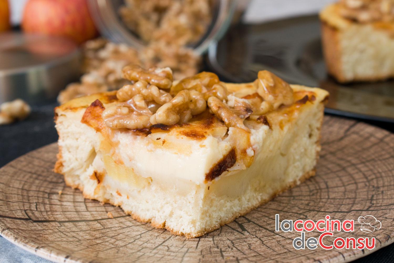 Tarta de crema con manzanas y nueces caramelizadas